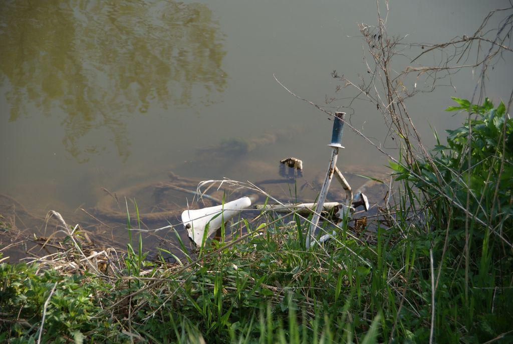 Fahrrad am Flussufer (Bamberg HH 2011)
